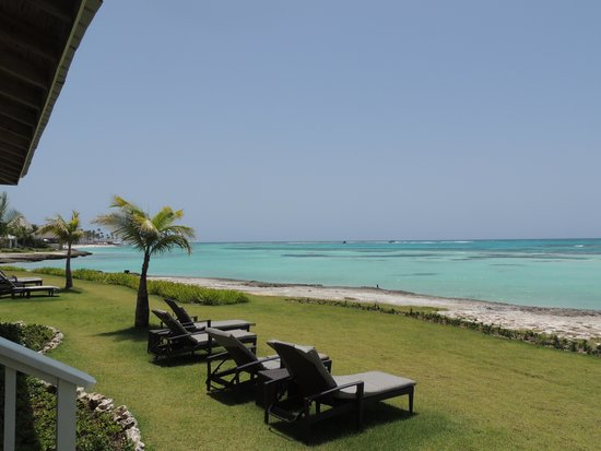 Club Med Punta Cana : View from our room to the lawn & sea beyond