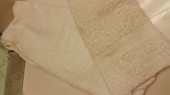 Extended Stay America - St. Louis - O' Fallon: Towels were stained and sorry looking!
