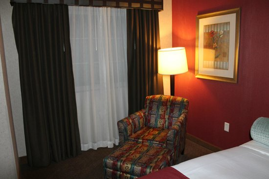 Holiday Inn Express & Suites Charlottesville - Ruckersville : Sitting area