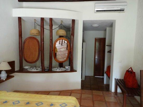 Xaloc Resort: creative mirror wall