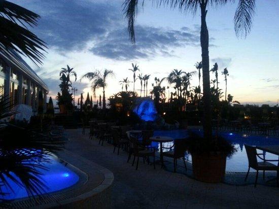 Sorriso Thermae Resort & Spa: Piscine sera
