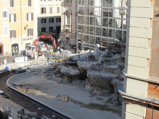 Relais Fontana Di Trevi : Trevi Fountain Under Maintenance