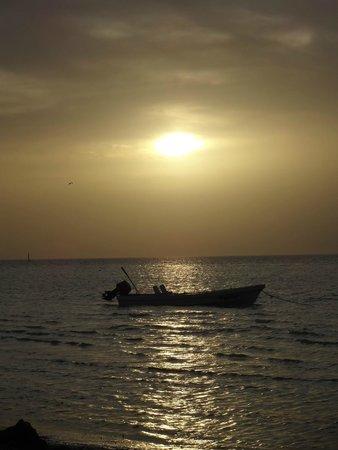Raices Beach Club and Marina: Raices: quiet sunset