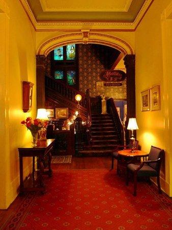 Columns Hotel : The Grand Entrance