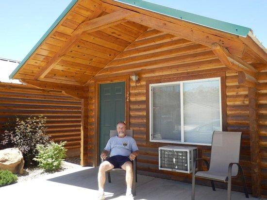 Bryce Canyon Inn: Cabin Exterior