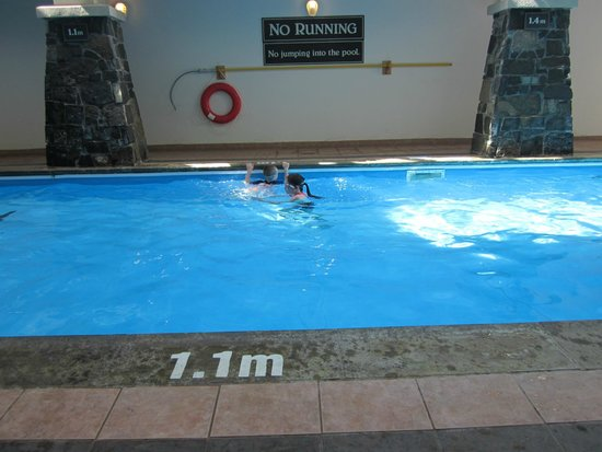 Rundlestone Lodge : The pool area