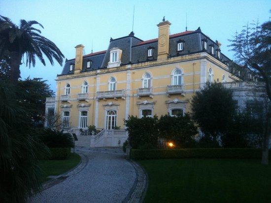 Pestana Palace Lisboa: Visao do ambiente principal visto do jardim