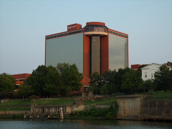 Little Rock Marriott : view of hotel from Mark Twain riverboat