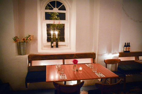 The Love Apple : Romantic setting