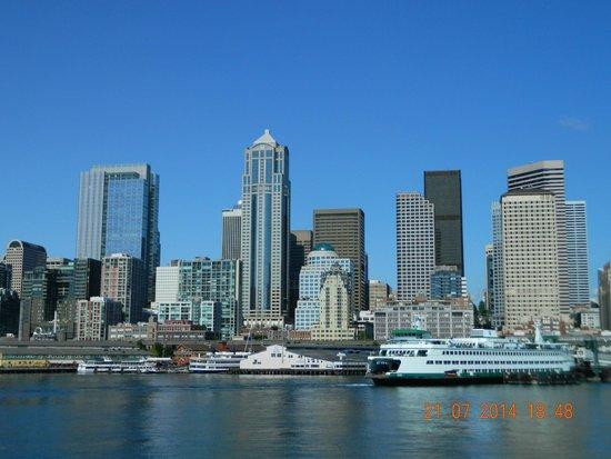 Argosy Cruises - Seattle Waterfront : Seattle's skyline