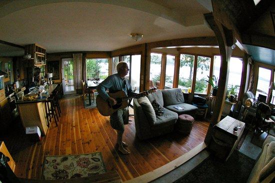 Heron House: Main house making music Quadra style