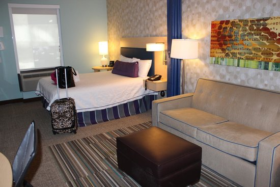 Home2 Suites by Hilton Philadelphia - Convention Center, PA : Sofa and bed
