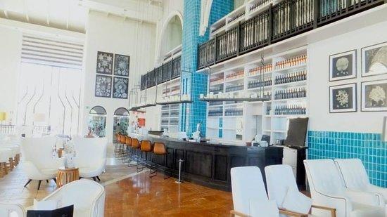 H10 Timanfaya Palace: Lobby bar