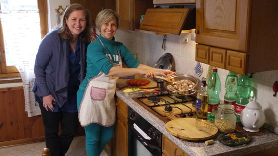 Discover Lucca with Elena - Day Tour : Getting a great private cooking lesson with Elena!