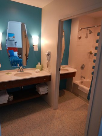 Universal's Cabana Bay Beach Resort: Bathroom
