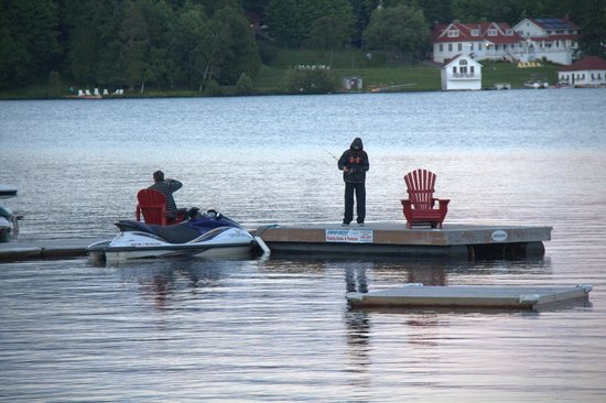 Hidden Valley Resort: Fishing from the dock