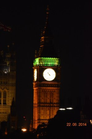 Houses of Parliament: BIg Ben at night