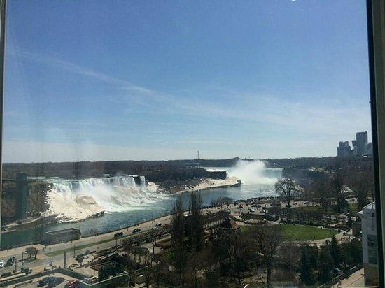 Crowne Plaza Niagara Falls - Fallsview: King Jacuzzi room - views