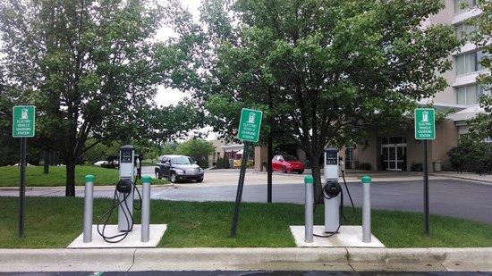 Auburn Hills Marriott Pontiac: Car Plug In our front