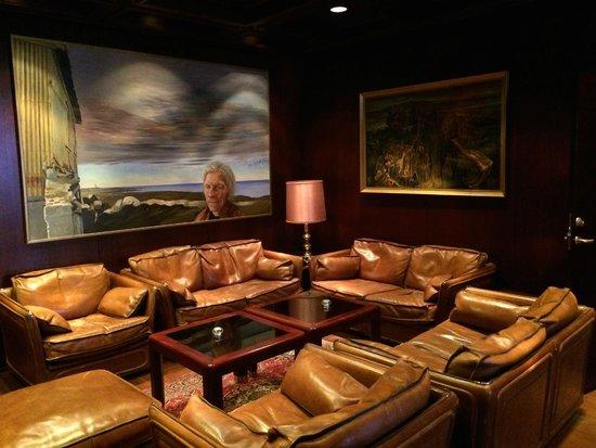 Hotel Holt: Lobby Art 2