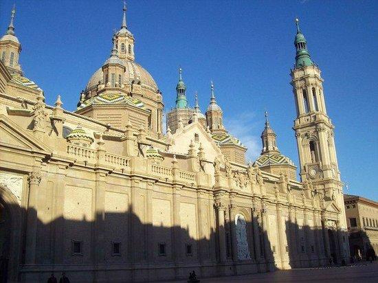 Basilica de Nuestra Senora del Pilar: Basilica Outside