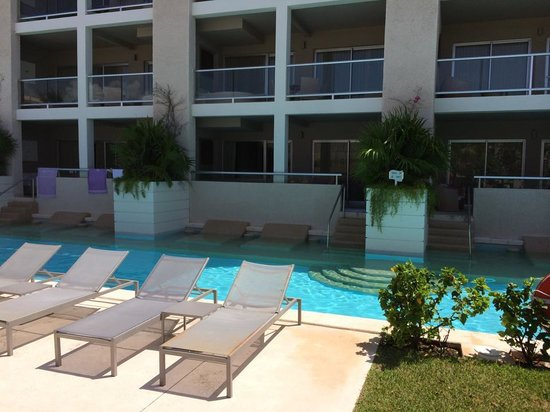 Paradisus Playa del Carmen La Perla: View of our room from the pool area.  Very secluded, though!