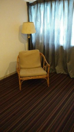 JB Central Hotel: Poor chair / sofa condition