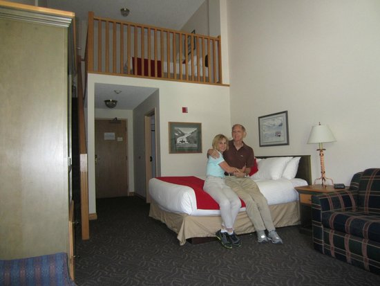 The Glacier View Inn: Typical room with loft