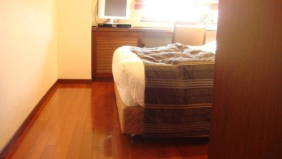 Sutton Hotel Hakata City: ベッドも移動させられるので、車椅子でも使いやすい。