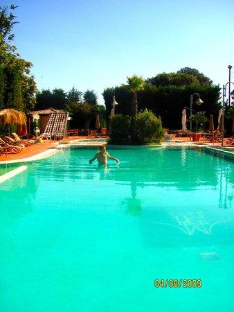 Montespina Park Hotel : At the pool