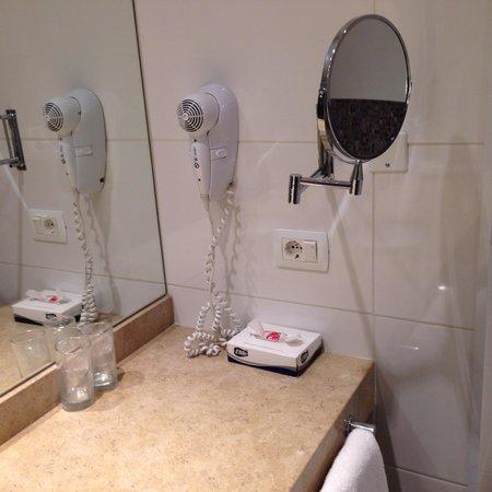 My Suites: Pia do banheiro
