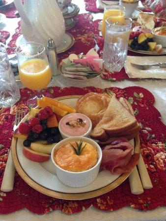 Thornewood Castle Inn and Gardens: Breakfast