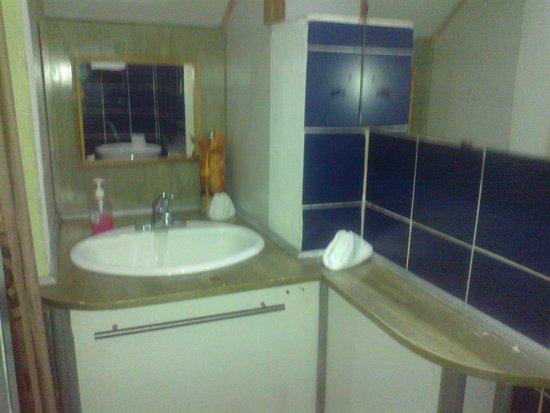 Hotel Mandarina: Baño