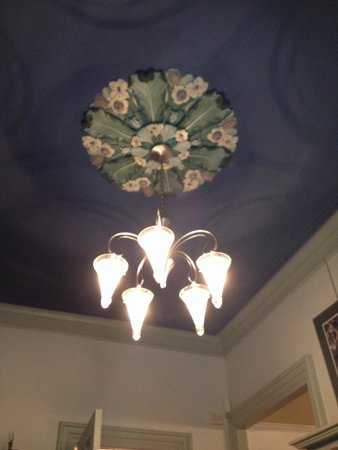 Chesley Road Bed and Breakfast: Light fixture in common area.