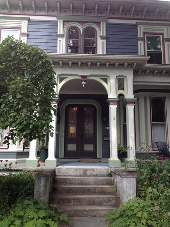 Chesley Road Bed and Breakfast: Exterior