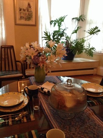 Chesley Road Bed and Breakfast: Breakfast area.