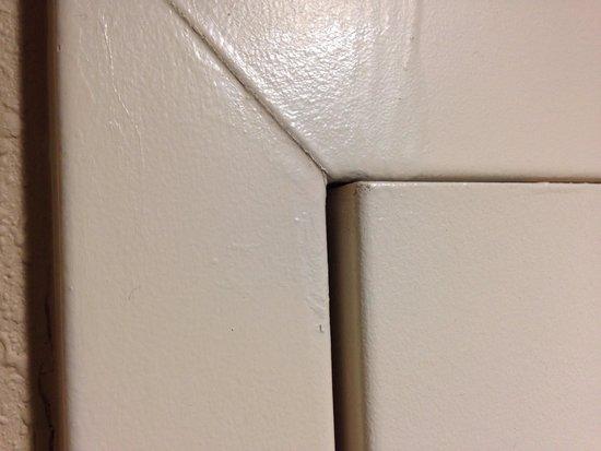 Homewood Suites by Hilton Greensboro: Door gaps
