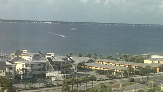 Holiday Inn Resort Pensacola Beach: Bay View from 8th floor