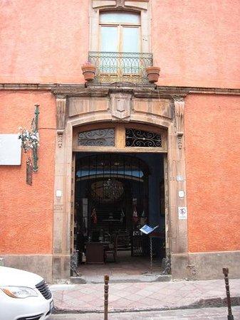 La Casa Azul Hotel: The entrance to Casa Azul