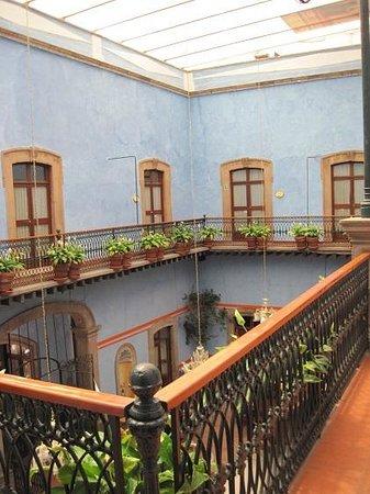 La Casa Azul Hotel: The second floor of the courtyard