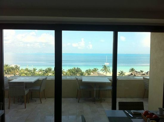 Presidente InterContinental Cancun Resort: Club Lounge - view