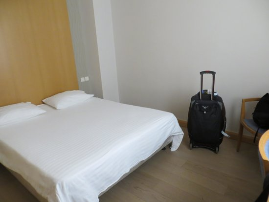 Central Athens Hotel: The hard bed