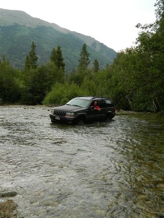 Mountain River Inn Bed & Breakfast: Water crossing at a Jeep trail in Buena Vista.