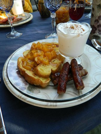 Mountain River Inn Bed & Breakfast: French toast with peaches, caramel, and ice cream. WOW!