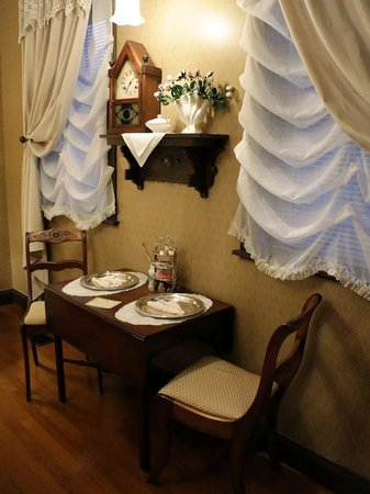 Abigail's Grape Leaf Bed & Breakfast, LLC: Dinette in our room