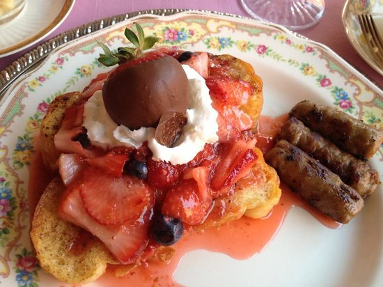 Abigail's Grape Leaf Bed & Breakfast, LLC: Saturday's breakfast: strawberry french toast and sausage