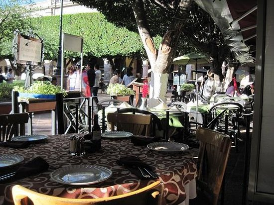 Restaurante  Bar 1810: Lovely outdoor seating