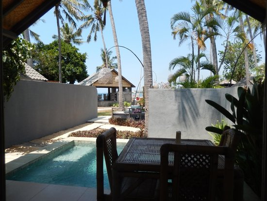 Lilin Lovina Beach Hotel: view from my room to dining area