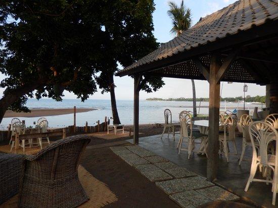 Lilin Lovina Beach Hotel: dining area