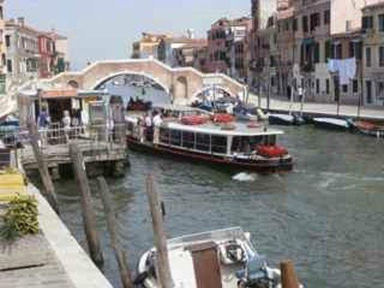 Cannaregio: Three arches bridge with a vaporetto going by